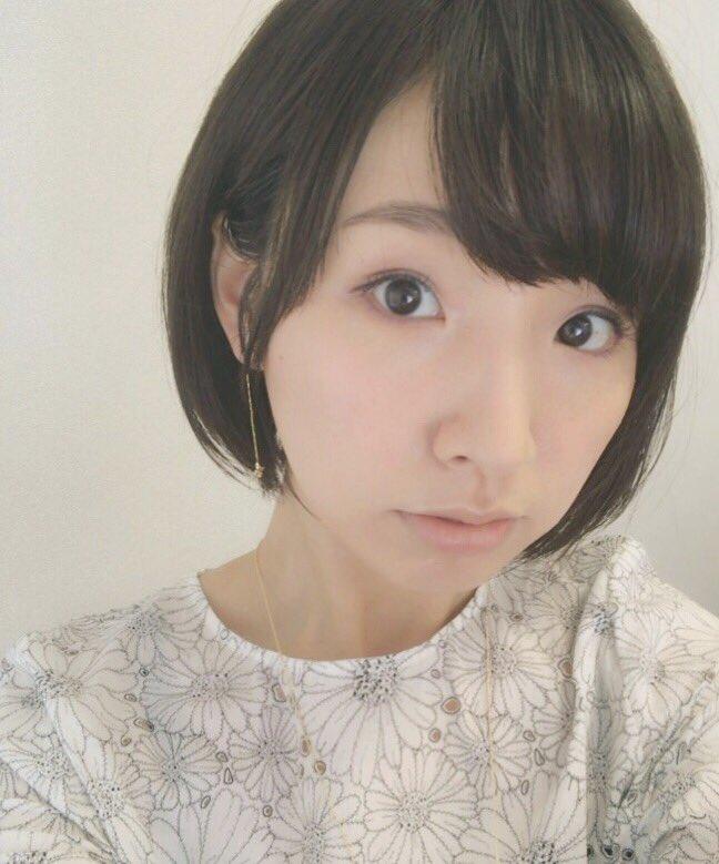 성우 스자키 아야가 헤어스타일을 바꾼 모양입니다.