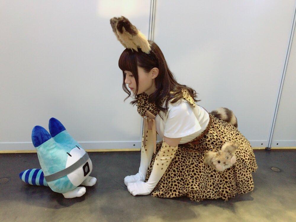 성우 오자키 유카의 '서벌' 코스프레 사진이 귀엽네요.