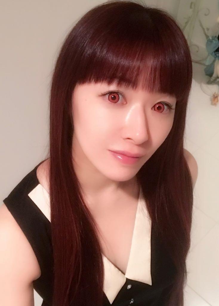 성우 다나카 리에씨의 트위터에 올라온 사진, 붉은색..
