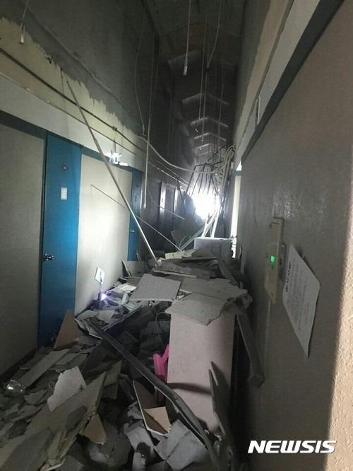 지진으로 포항지역 대학교 천장 무너져