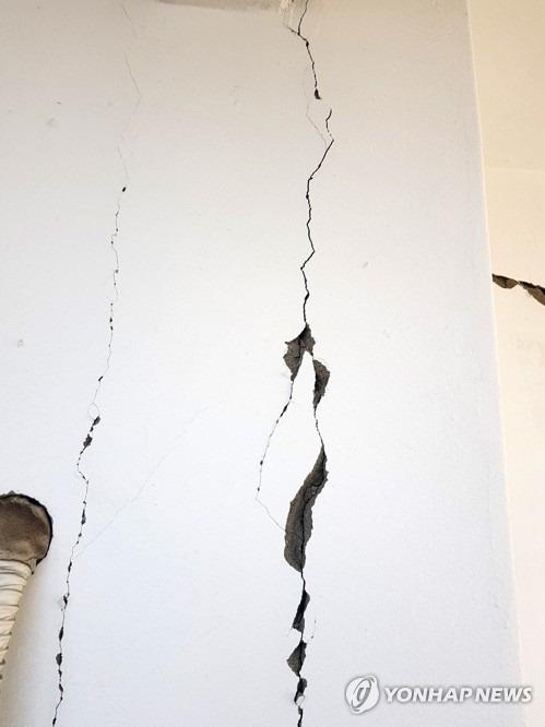 계속 올라오고 있는 지진 현장 사진들