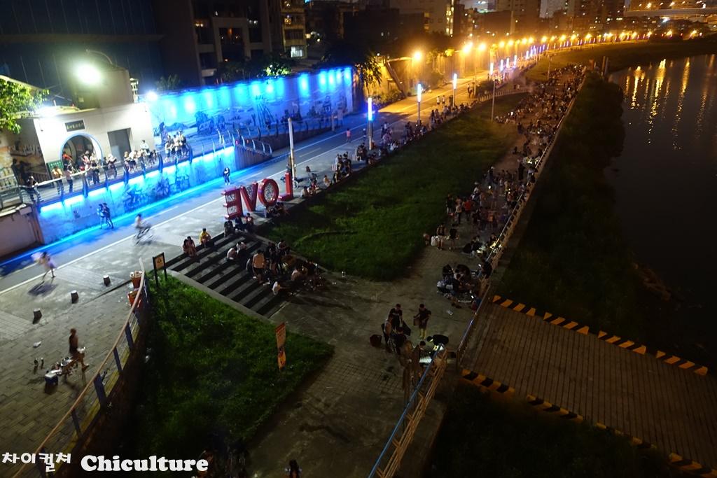 추석전날밤 대만 타이베이 강변에서 바베큐파티를..