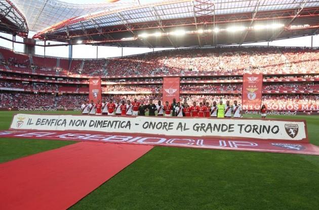 토리노가 포르투갈의 챔피언과 더불어 역사에 경의..