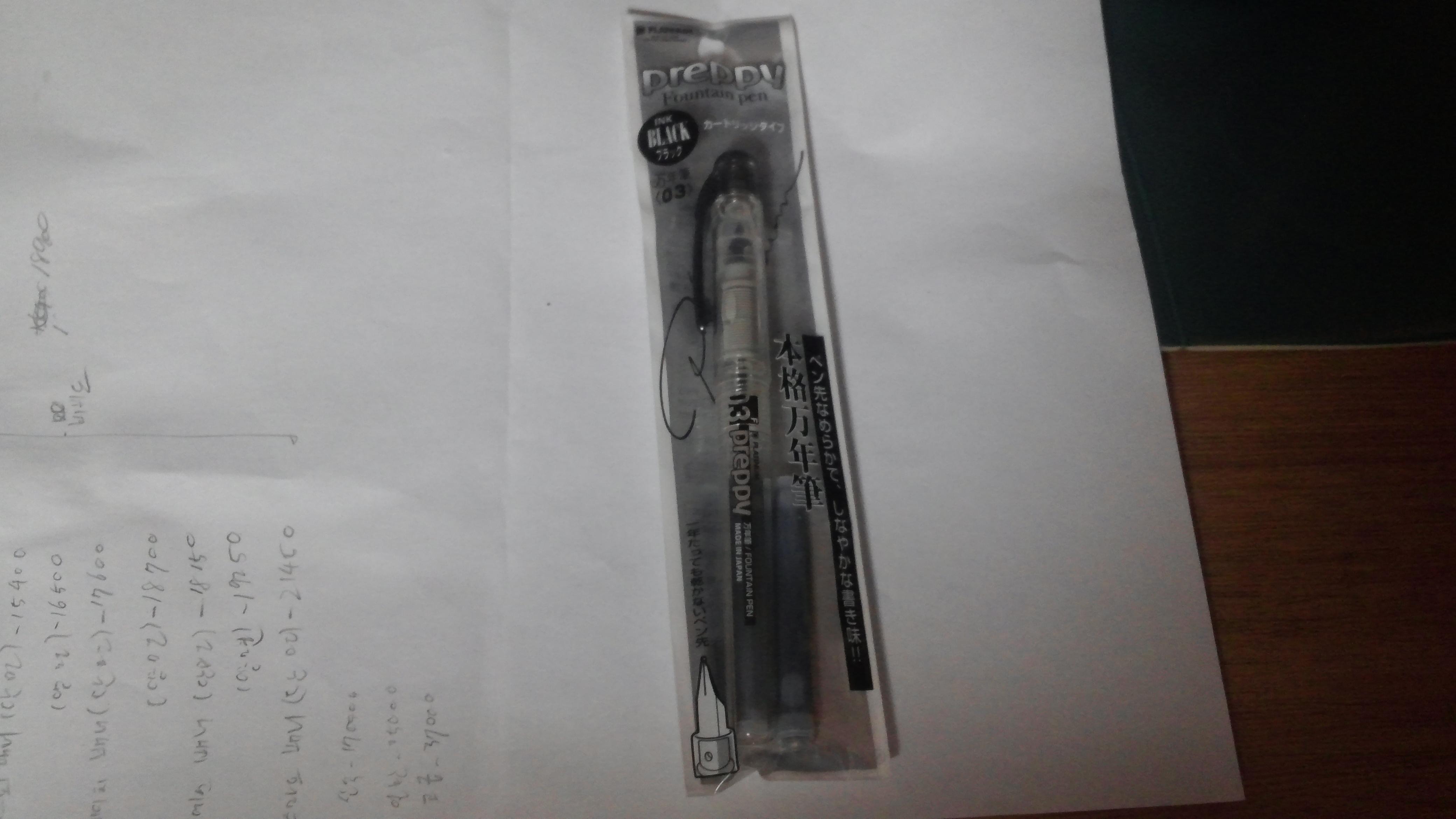 연습용으로 저렴한 만연필을 하나 질렀습니다.