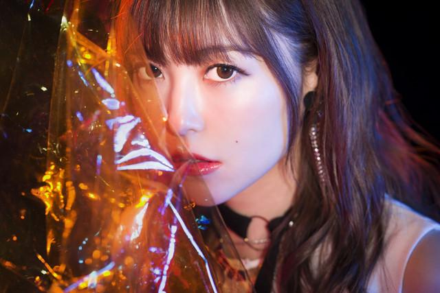 쿠로사키 마온의 새로운 싱글 음반 'ROAR'가 2019년 3..