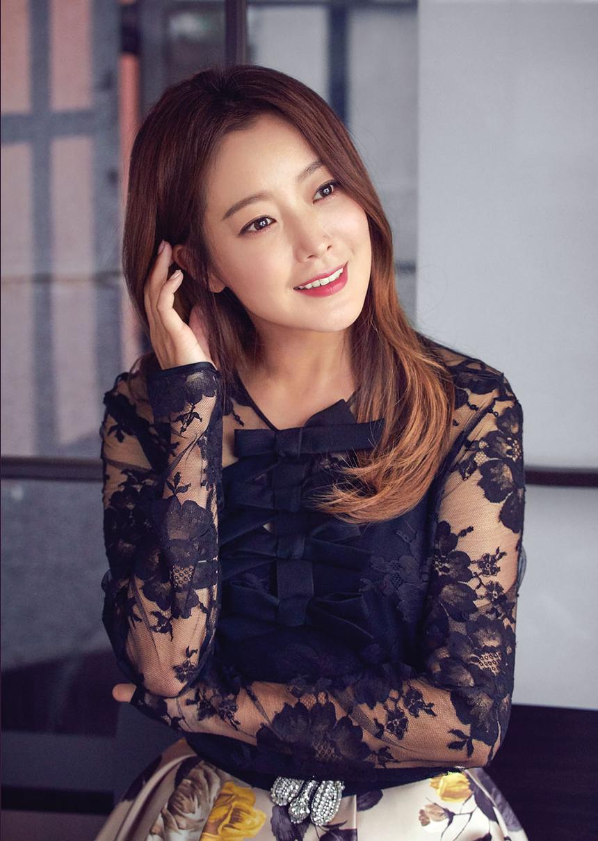 김희선이 오랜만에 영화에 나오네요.