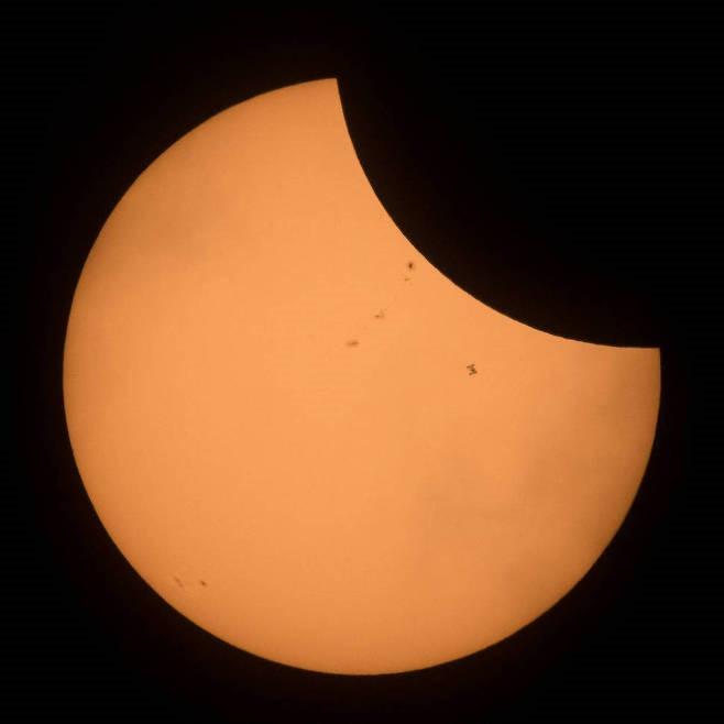 태양 일식과 국제우주정거장(ISS)