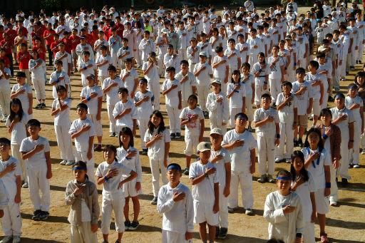 [34년]일본의 한 초등학교의 조회 순서는?