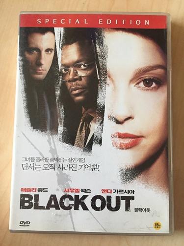 """""""블랙아웃"""" DVD를 샀습니다."""