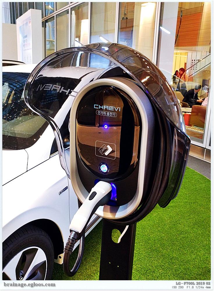 간편한 구성의 전기차 유료 충전소