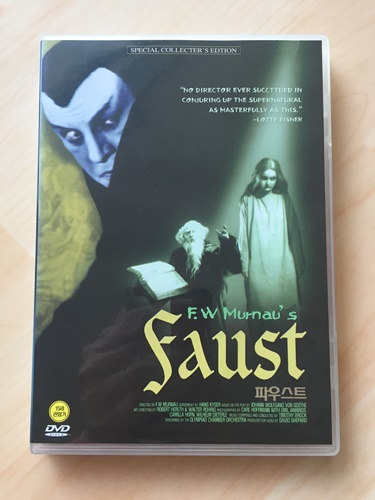 """""""파우스트"""" 라는 영화의 DVD를 샀습니다."""