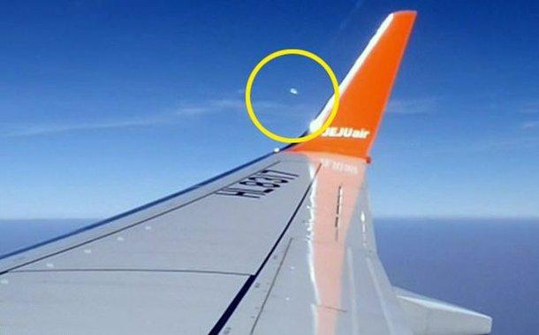 비행기에서 촬영된 UFO!!!